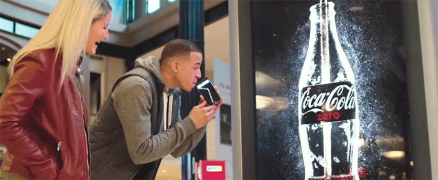 Coca Cola crea el primer anuncio que se puede beber
