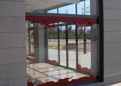 Rotulación de escaparates en vinilo de corte (9)