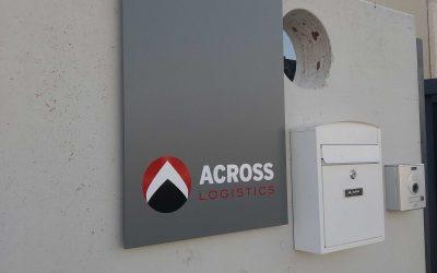 Placas corporativas en aluminio: Across Logistics
